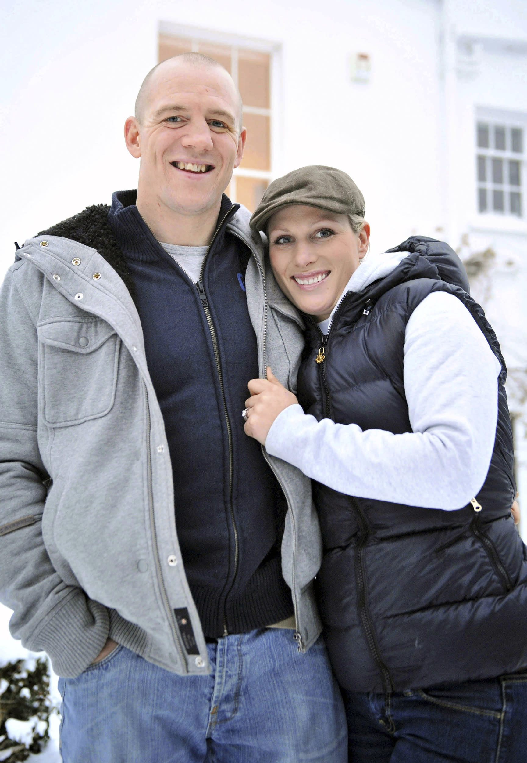 Zara Phillips and her fiance Mike Tindall pose for photographs at their home in Gloucestershire, south-west England December 21, 2010. Phillips, the granddaughter of Britain's Queen Elizabeth, is to marry rugby player Tindall, the royal family said on Tuesday. REUTERS/Tim Ireland/Pool   (BRITAIN - Tags: ROYALS ENTERTAINMENT SPORT RUGBY)