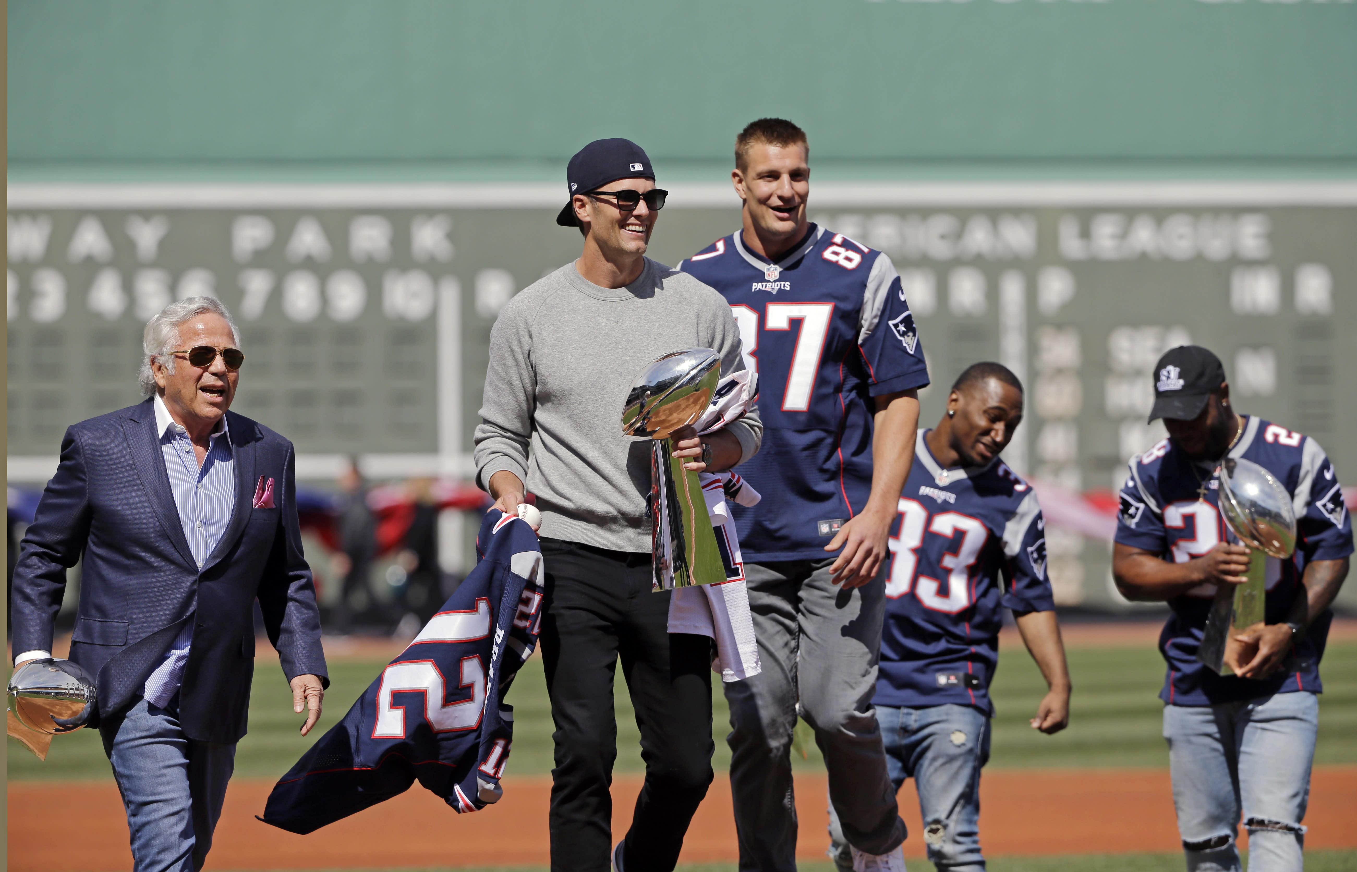 Red Sox' Hanley Ramirez credits Tom Brady's book with improved fitness