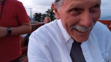 Ao gravar pedido de casamento, vovô se engana e faz vídeo fofo de si mesmo