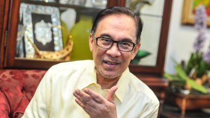 Anwar goes jogging despite busy schedule