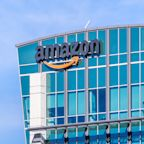 UPDATE 1-Amazon lawsuit blames Trump for loss of Pentagon cloud contract