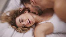 Lo que ellas hacen en la cama para encender a un hombre