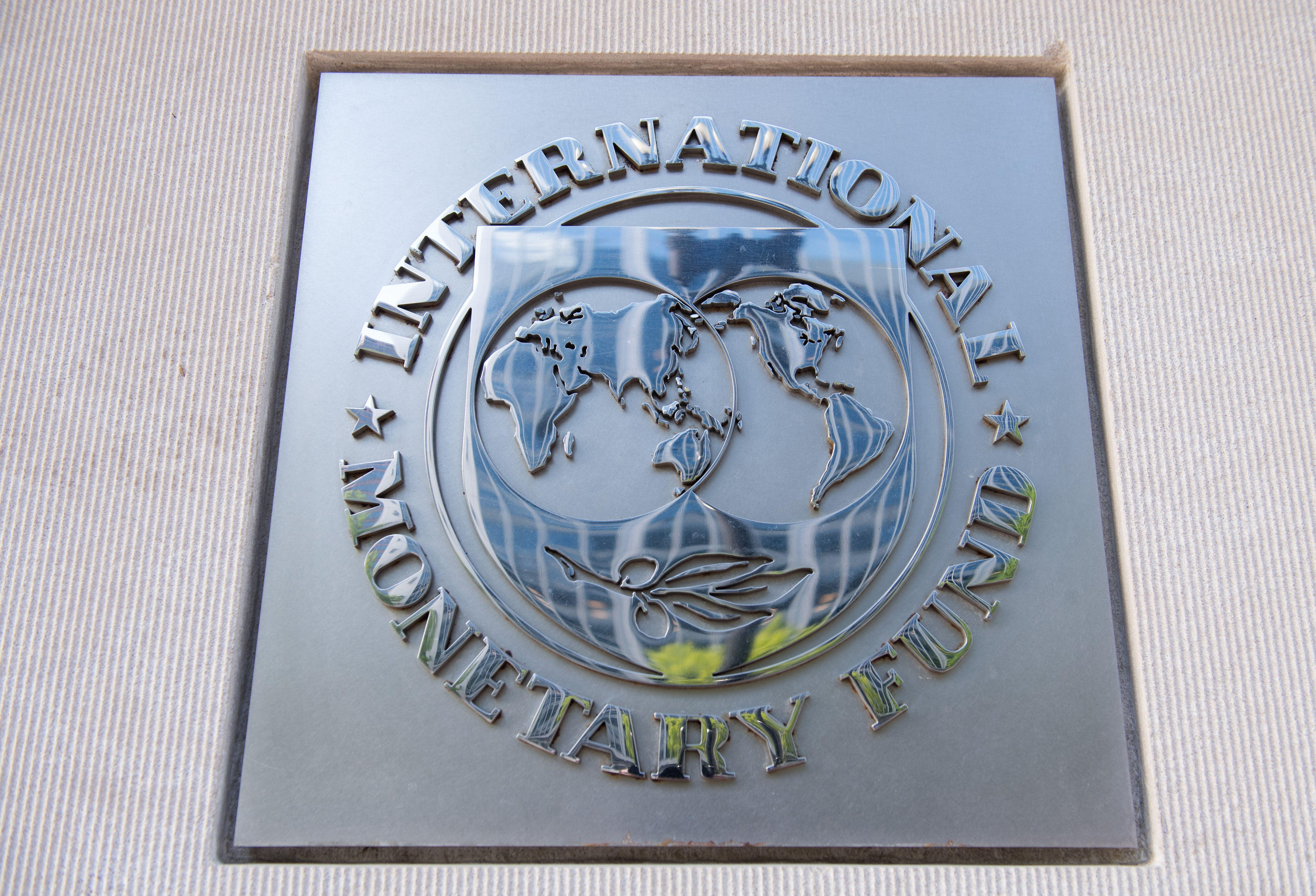IMF expects global economy to contract by a record 4.9% in 2020