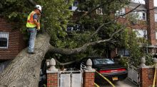 US storm toll rises, mass outages
