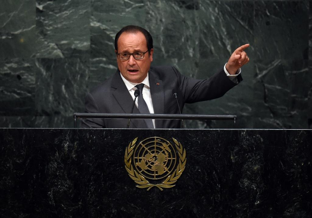French President Francois Hollande addresses the 70th Session of the UN General Assembly September 28, 2015 at the United Nations in New York