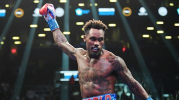 Charlo stops Hogan to retain middleweight title