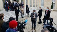 """Reçus par Macron, les syndicats de police satisfaits d'annonces pour mieux les """"protéger"""""""
