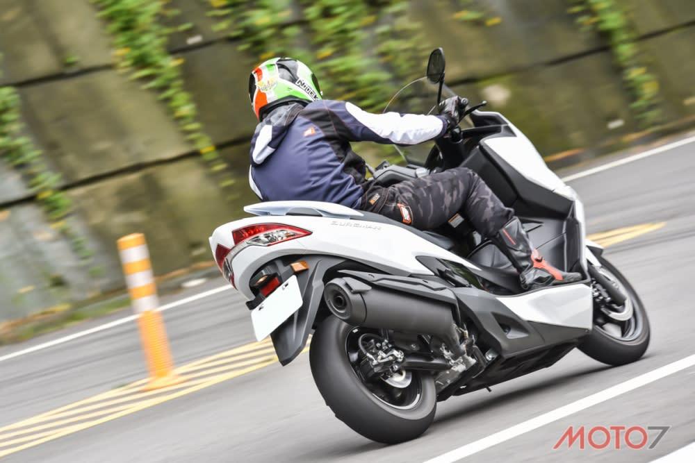 著重在中速域的加速,讓騎士在出彎後能將動力銜接上。