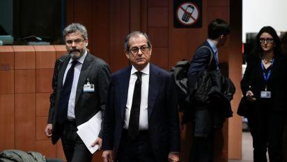 """Manovra, mercoledì resa dei conti con Ue. Tria la difende all'Eurogruppo: """"Si guardi contesto"""""""