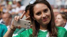 世界盃場邊的美女球迷與趣怪畫面同樣精彩!哪一國女球迷最吸引你?