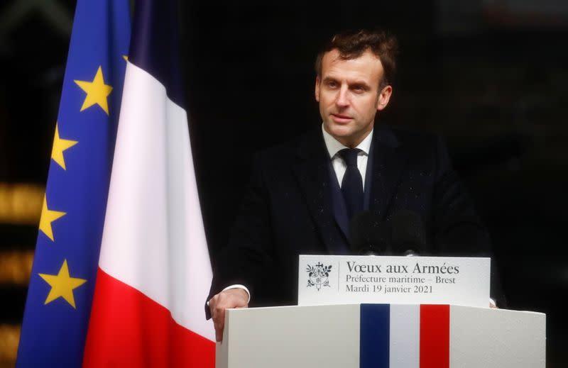 """La France va pouvoir """"ajuster son effort"""" au Sahel, dit Macron aux armées"""
