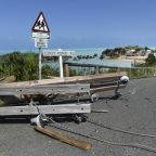 Hurricane rips roofs, cuts power in Bermuda, but no deaths