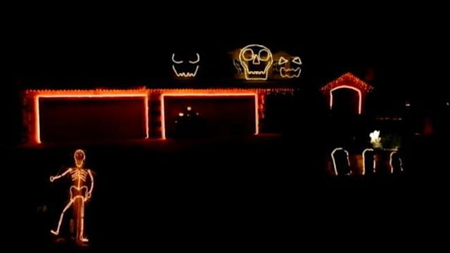 Halloween Light Display Set to 'Blurred Lines'