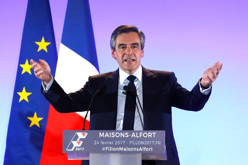 French presidential election candidate for the right-wing Les Republicains (LR) party Francois Fillon delivers a speech during a public rally in Maisons-Alfort, near Paris, on February 24, 2017 (AFP Photo/Patrick KOVARIK)
