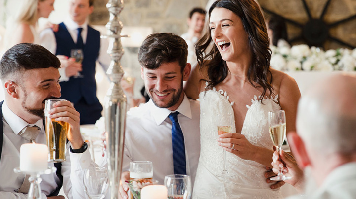 How much cash guests should give at a wedding