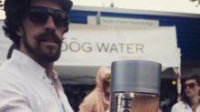 Empresa lança água de salsicha engarrafada para provar que as pessoas compram qualquer coisa