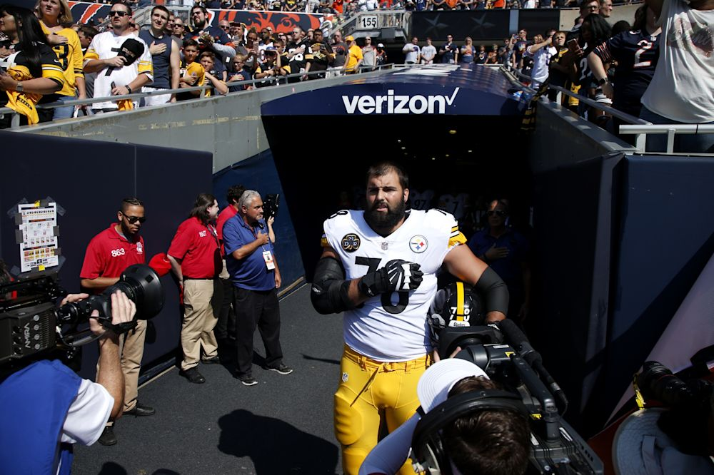 Alejandro Villanueva says he put his teammates and coach in a bad spot on Sunday. (Getty Images)