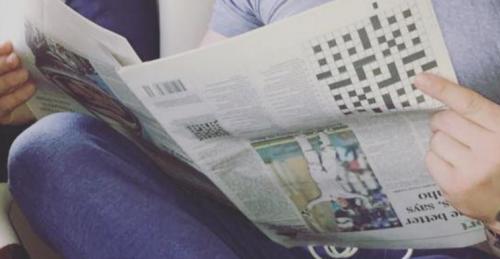 Die Zeitung in Conor McGregors Hand ist verkehrtherum (Bild: Screenshot Instagram)