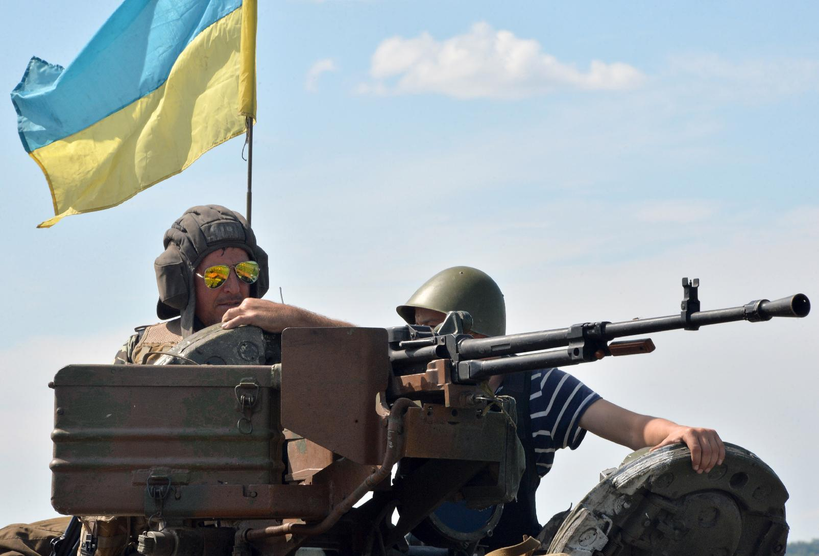 Ukrainian soldiers man their positions on a tank at a check-point near the small eastern city of Konstantinovka, some 50 km from Donetsk, on July 10, 2014 (AFP Photo/Genya Savilov)