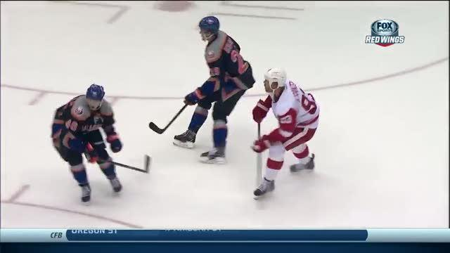 Johan Franzen beats a screened Kevin Poulin