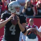 Derek Carr's contract extension does not revolutionize the quarterback market