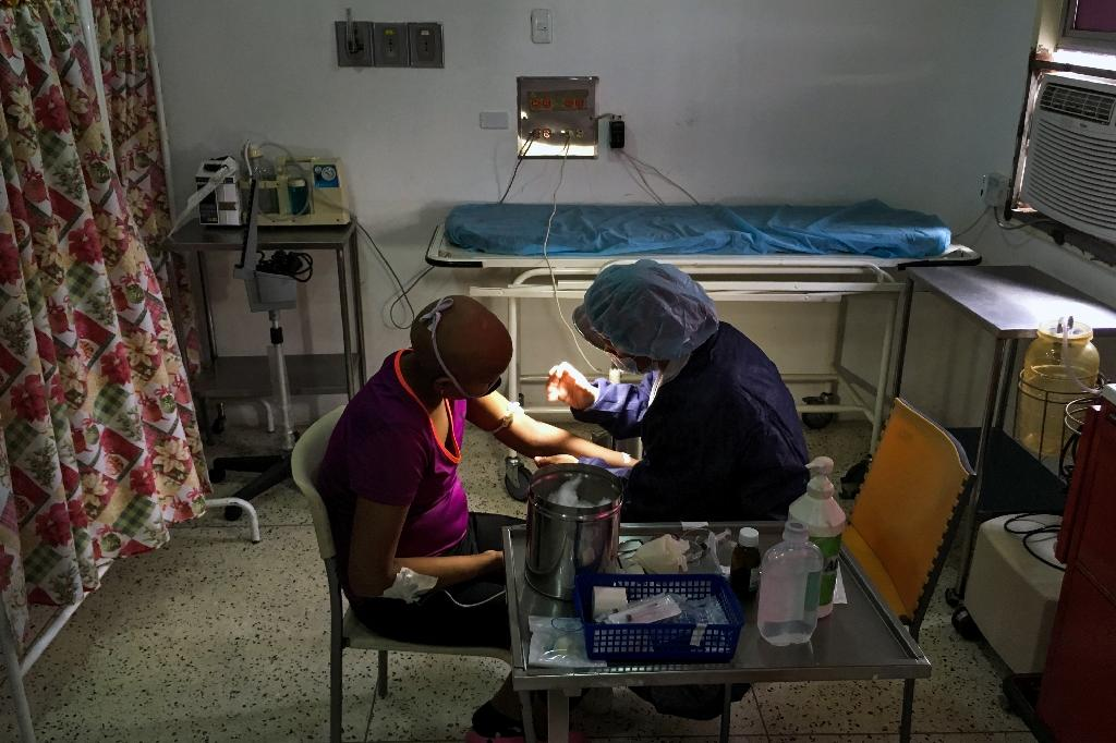 From broken water pipes to a single functioning elevator and vermin in the hallways, Caracas's J.M. de los Rios hospital has a long list of problems, according to doctors (AFP Photo/FEDERICO PARRA)