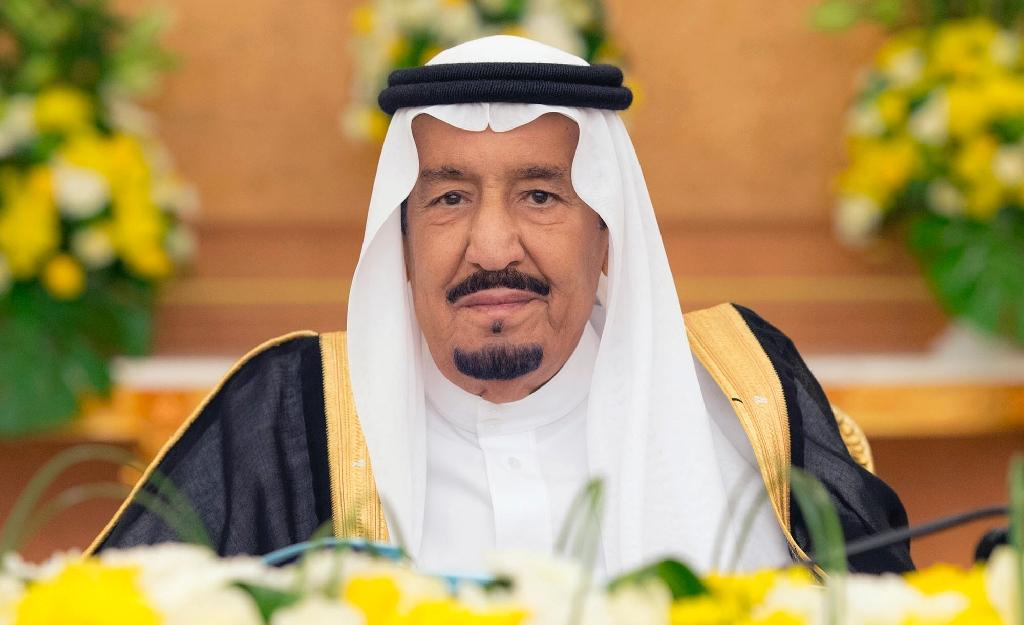 Saudi King Salman bin Abdulaziz chairs a cabinet meeting at Al-Safa palace in the holy Muslim city of Mecca in western Saudi Arabia (AFP Photo/BANDAR AL-JALOUD)