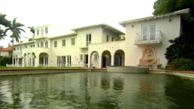 'Real Housewives' Star in Battle to Tear Down Mansion