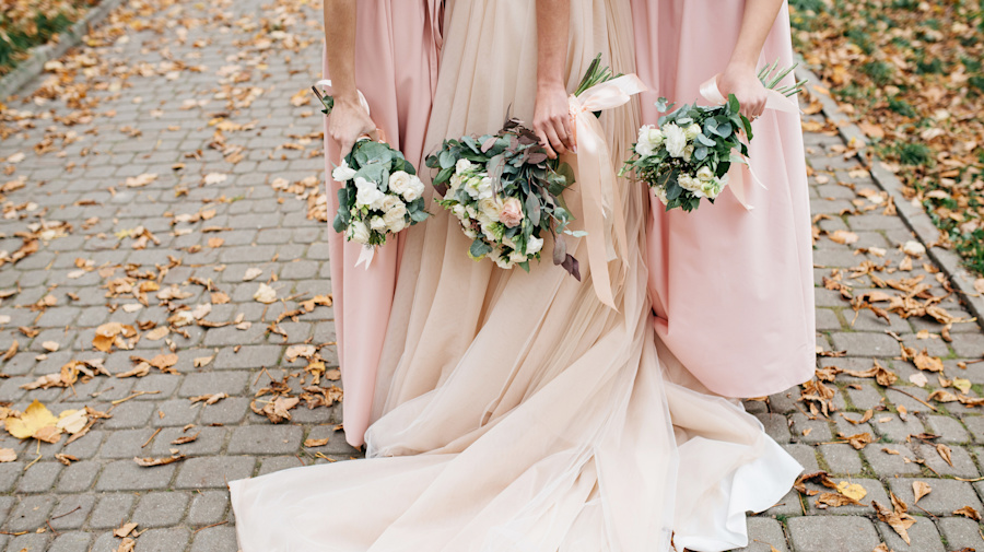 Bridesmaids criticised for not paying for £215 dresses