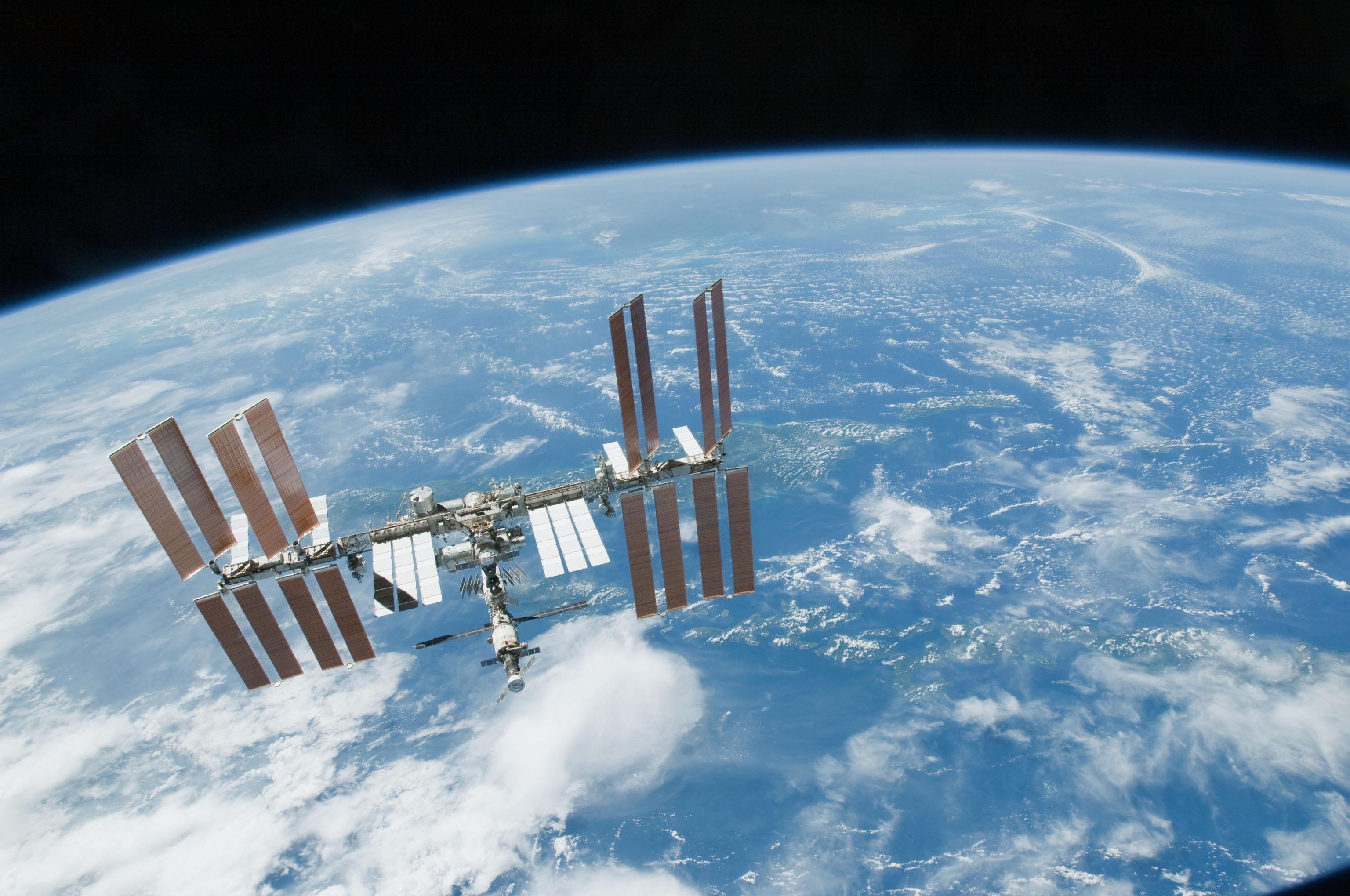space station leak - HD1600×900