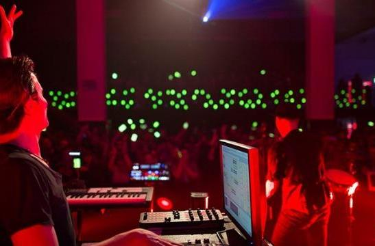 Electronic artists turn 600 phones into a symphony of light and sound