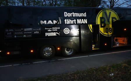 Ônibus do Borussia Dortmund atingido por explosões
