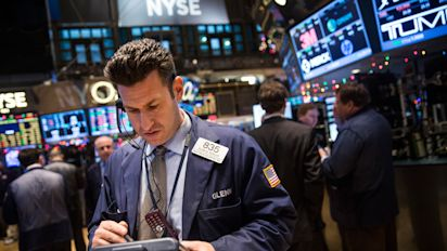 Stocks pare gains amid mixed earnings
