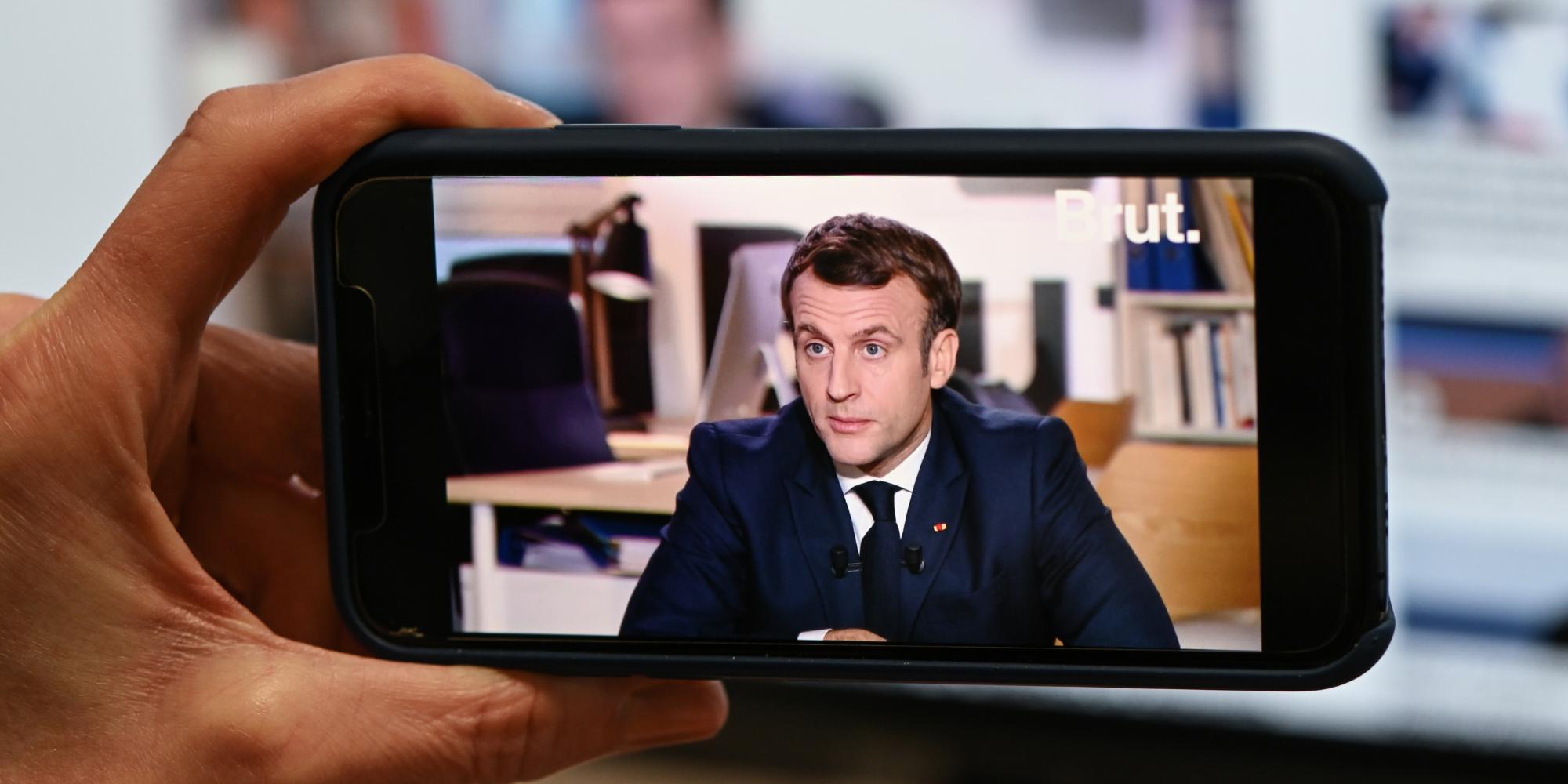 """Macron admet des """"violences policières"""" et prône le déploiement des caméras-piétons dès juin"""
