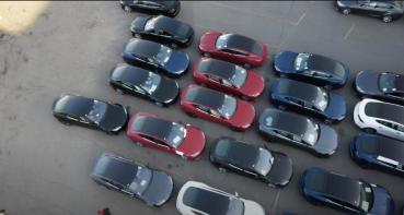 剛出廠的新版 Model S 有彩蛋,七人座版本竟暗藏其中?