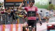 Cartello a luci rosse e dinosauri: cosa è successo al Giro d'Italia