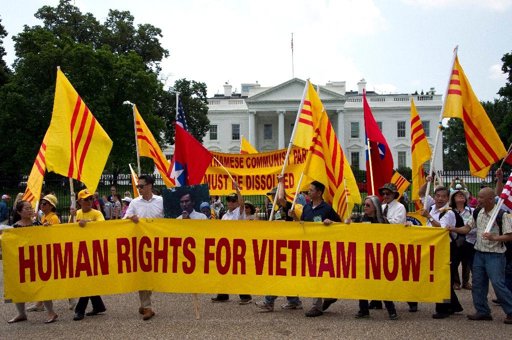 Human rights protesters outside the White House during the meeting of the US President Barack Obama and the Secretary General of the Communist Party of Vietnam in Washington, DC on July 7, 2015 (AFP Photo/Mladen Antonov)