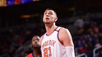 Sources: Free-agent center Alex Len finalizing 2-year, $8.5M deal with Hawks