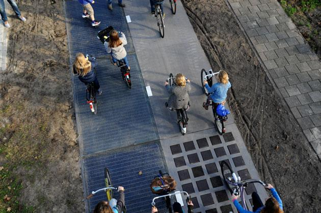 El primer carril bici solar produce más energía de la esperada