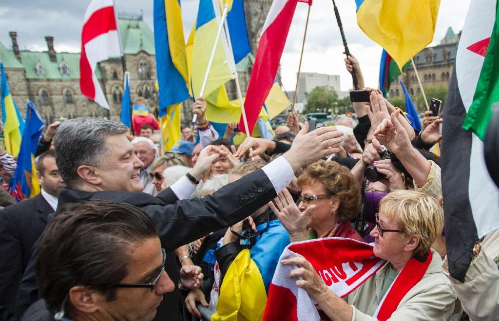 Ukrainian President Petro Poroshenko greets supporters during a pro Ukraine Rally on Parliament Hill in Ottawa on September 17, 2014 (AFP Photo/Geoff Robins)