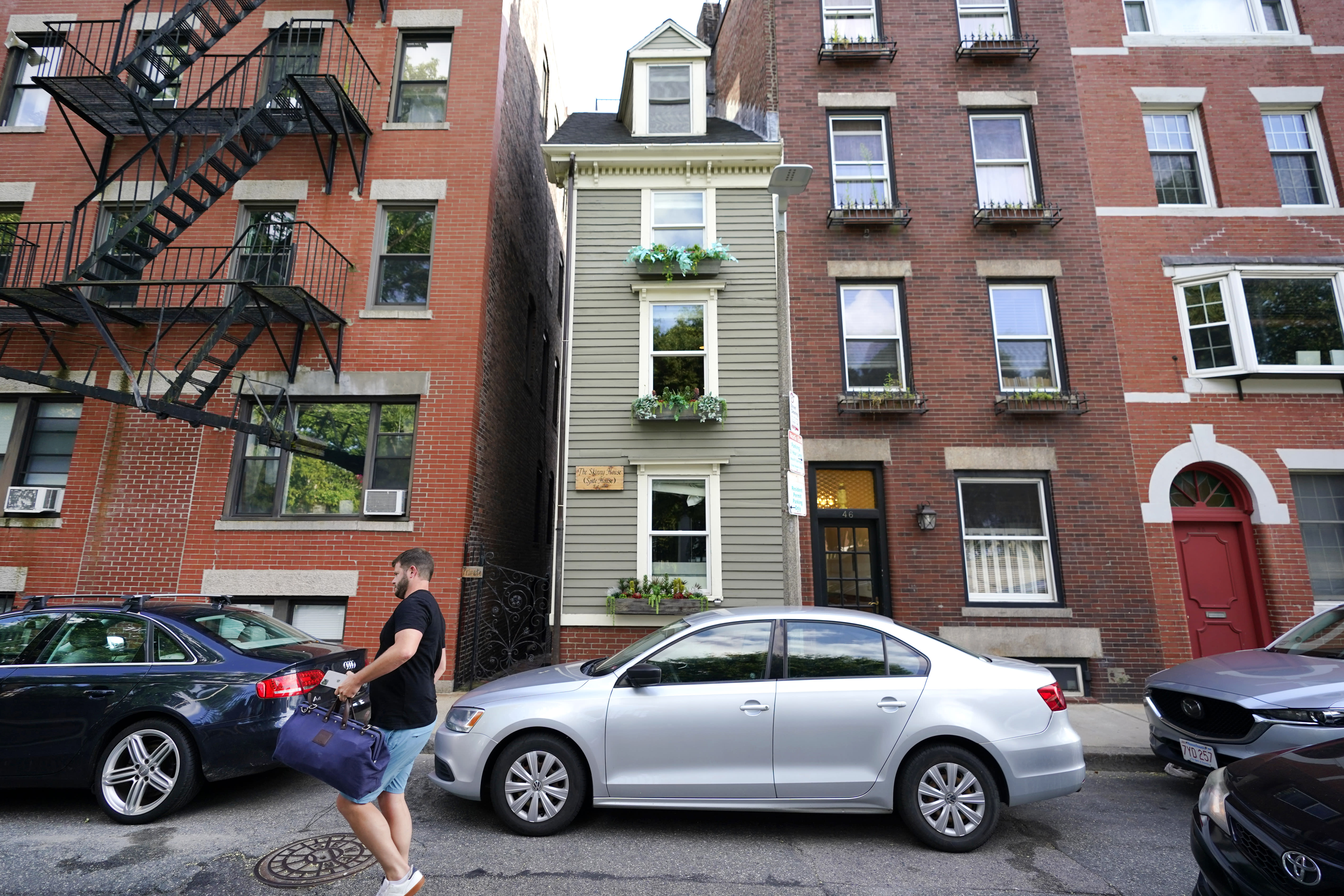 Boston's famous Skinny House sells for a nice fat price