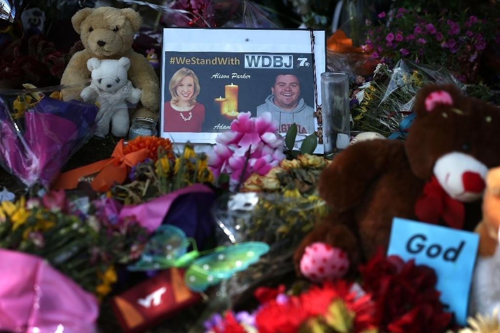A picture of slain WDBJ photojournalists Adam Ward and Alison Parker is seen at a make shift memorial September 1, 2015 in Roanoke, Virginia (AFP Photo/Alex Wong)