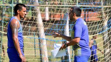 Carlos Recalde es el DT sensación del fútbol paraguayo