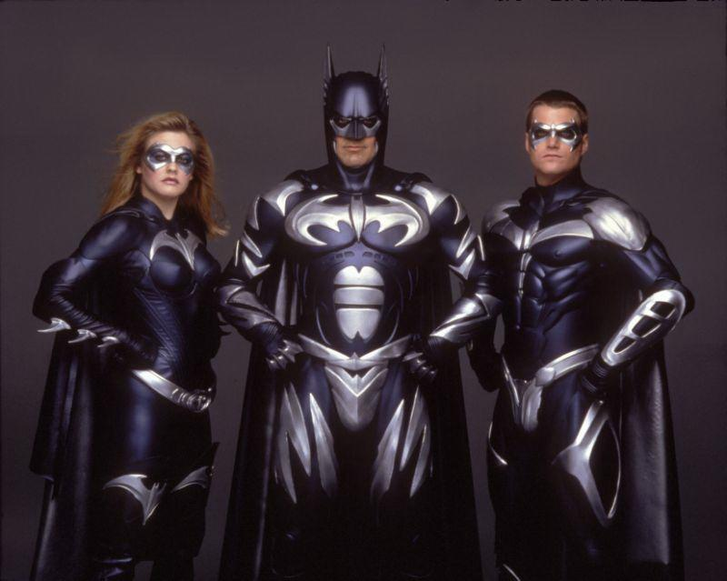 <strong>《蝙蝠俠4:急凍人》Batman & Robin喬治克隆尼(George Clooney)</strong>:喬治克隆尼完全接受了自己演的蝙蝠俠究竟有多麼爛,並時常批評本片缺乏嚴肅面向、附上乳頭的蝙蝠裝、誇張的反派角色,以及自己的片中表現。<br><br>「就後見之明來說,你很容易回頭來審視這部電影,並說:『哇,這真的爛透了,而我在片中演得也很糟。這是一部很難讓人演得好的電影。』」喬治克隆尼還在辦公室裡保留了一張他扮成蝙蝠俠的照片,好提醒自己往後要仔細挑片。(圖:Warner Bros./DC)