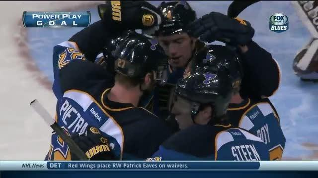 Derek Roy scores on the deflection
