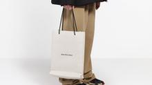 Balenciaga saca a la venta una bolsa 'de papel' que cuesta 1.800 dólares