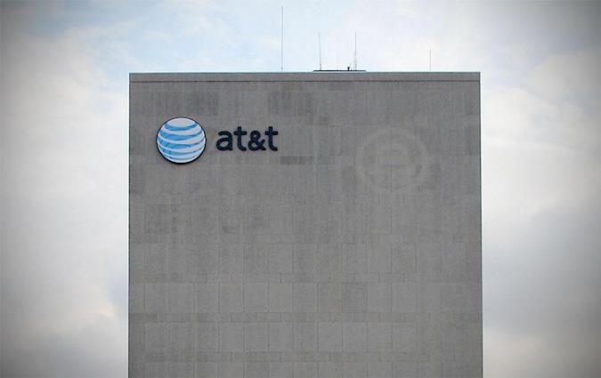 AT&T faces $100 million fine for quietly throttling data speeds (update: AT&T responds)