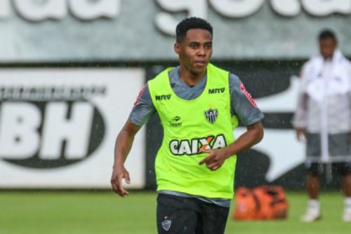 """Elias deixa falta de gols de lado e afirma: """"Ligo mais para desempenho"""""""