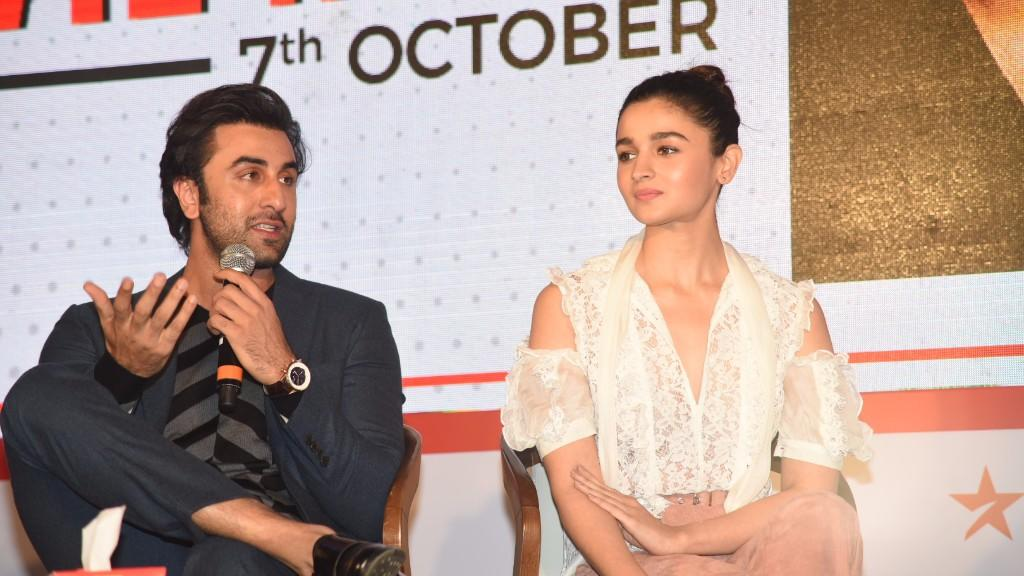 Watch: Alia Raves About Ranbir, Calls Him Outstanding in 'Sanju'