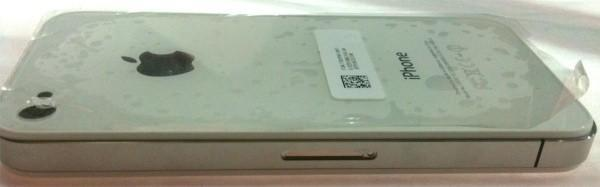 White iPhone 4 casing shows up in yet more photos